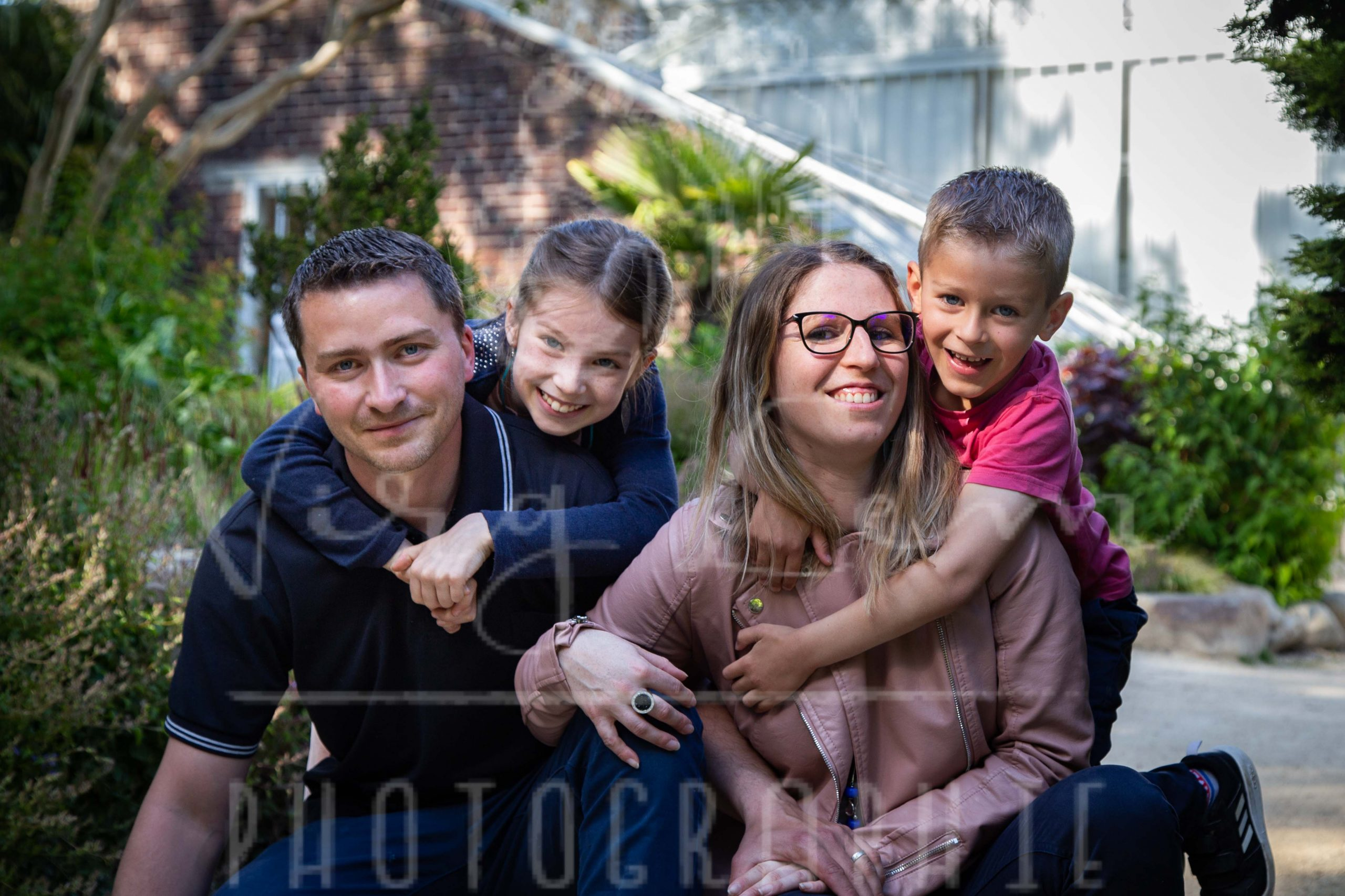 Protégé: Famille E&M